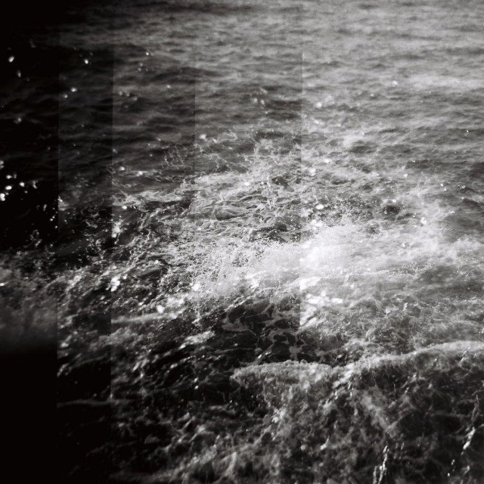 Wave, ILFORD FP4 PLUS,Holga 120N.