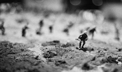 Crouching advance - Pentax ESII - SMC Takumar 55/1.8 - ILFORD HP5 PLUS