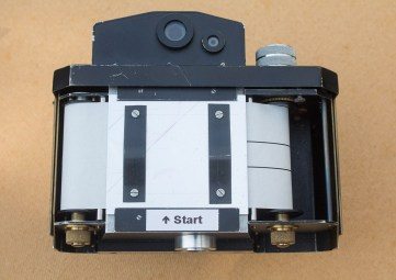 The Nameless Camera - Loading film - Replace the pressure plate.