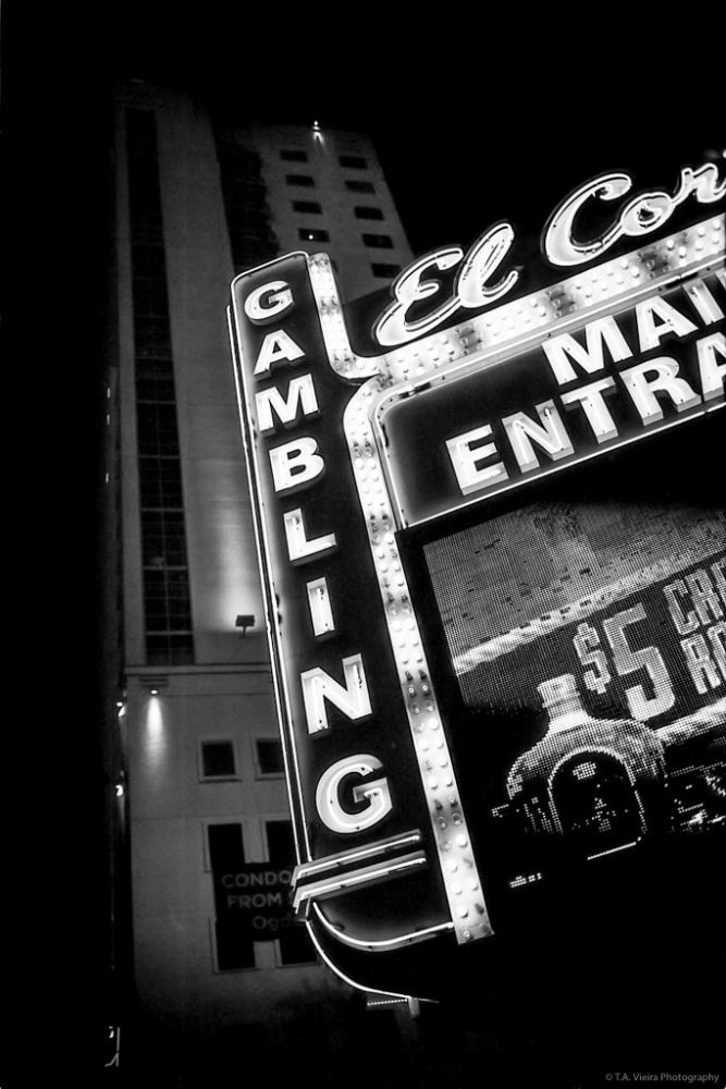 Vegas Noir - Fujifilm NEOPAN 100 ACROS pushed to EI 400 - Leica M6 + Summicron 35mm