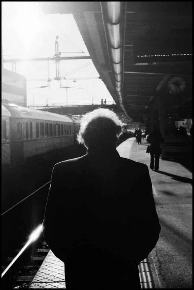 Stockholm Central - Train of thoughts - Pentax MX, 50mm - Kodak Tri-X 400