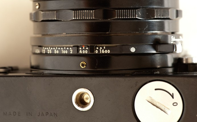 Nikkormat FT2 film speed selector