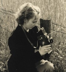 Sieglinde in 1950, now sporting a spanking new Rolleiflex 3,5 (with Rolleinar close-up lens attached)