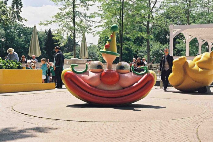 Smile - Efteling holiday park Holland - Canon AV-1, Agfa Vista Plus 200