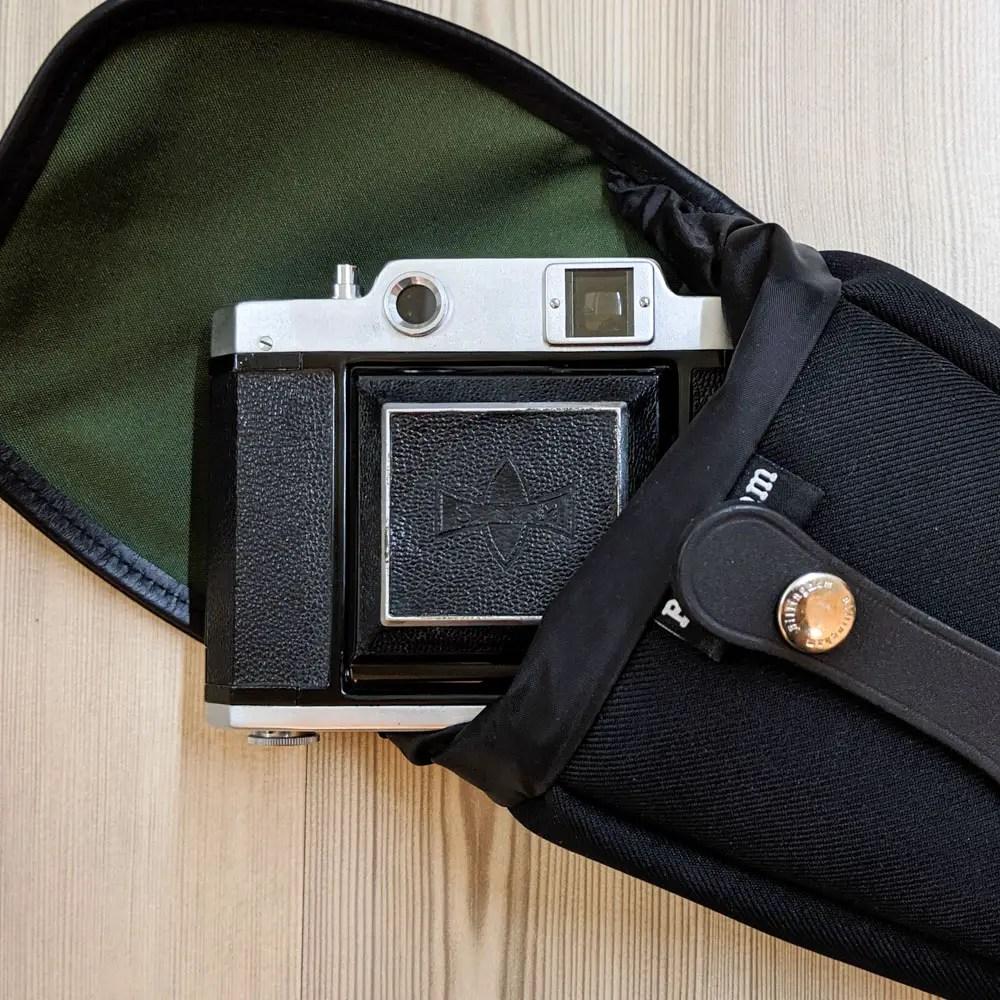 Billingham AVEA 8 end pocket with Mamiya Six 120