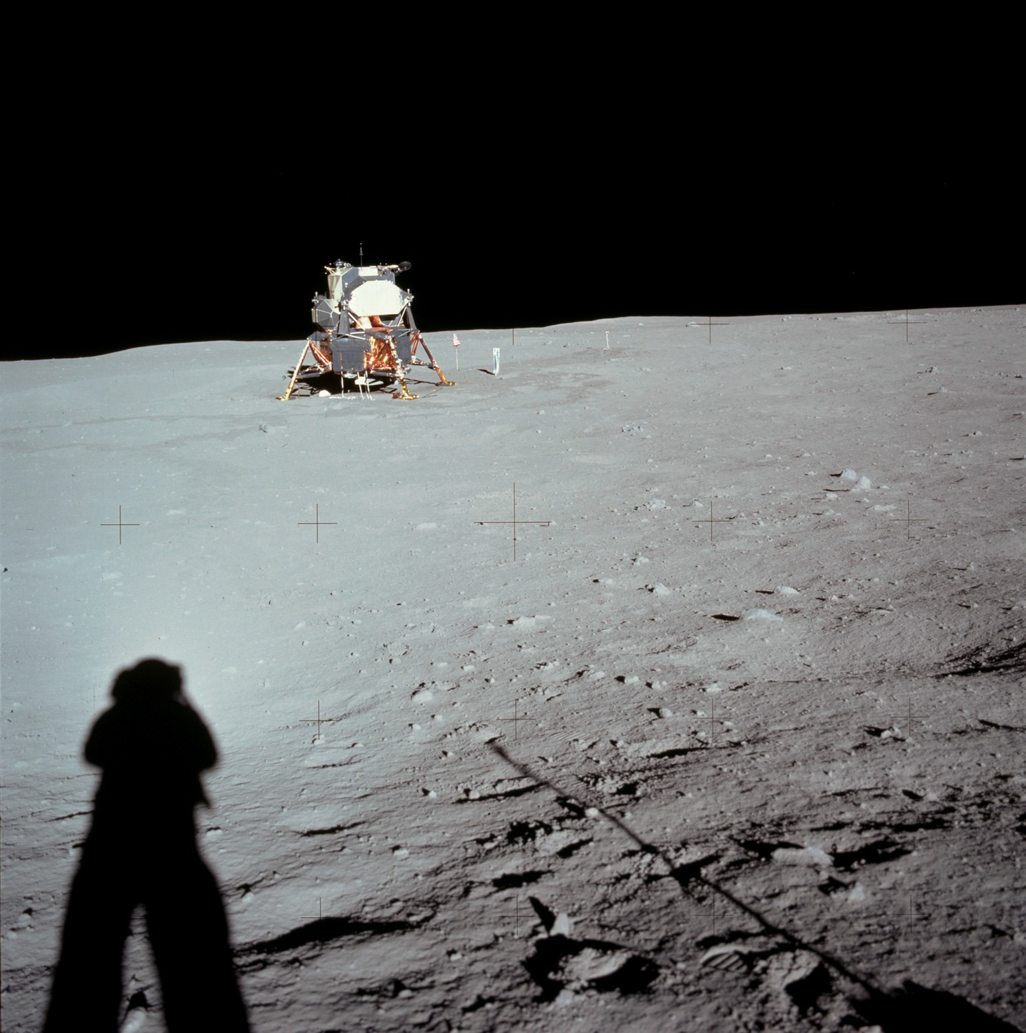 Armstrong runs 60 metres east of (behind) the lunar module to investigate Little West Crater and performs a partial panorama there. Credit: Neil Armstrong, NASA ID: AS11-40-5961