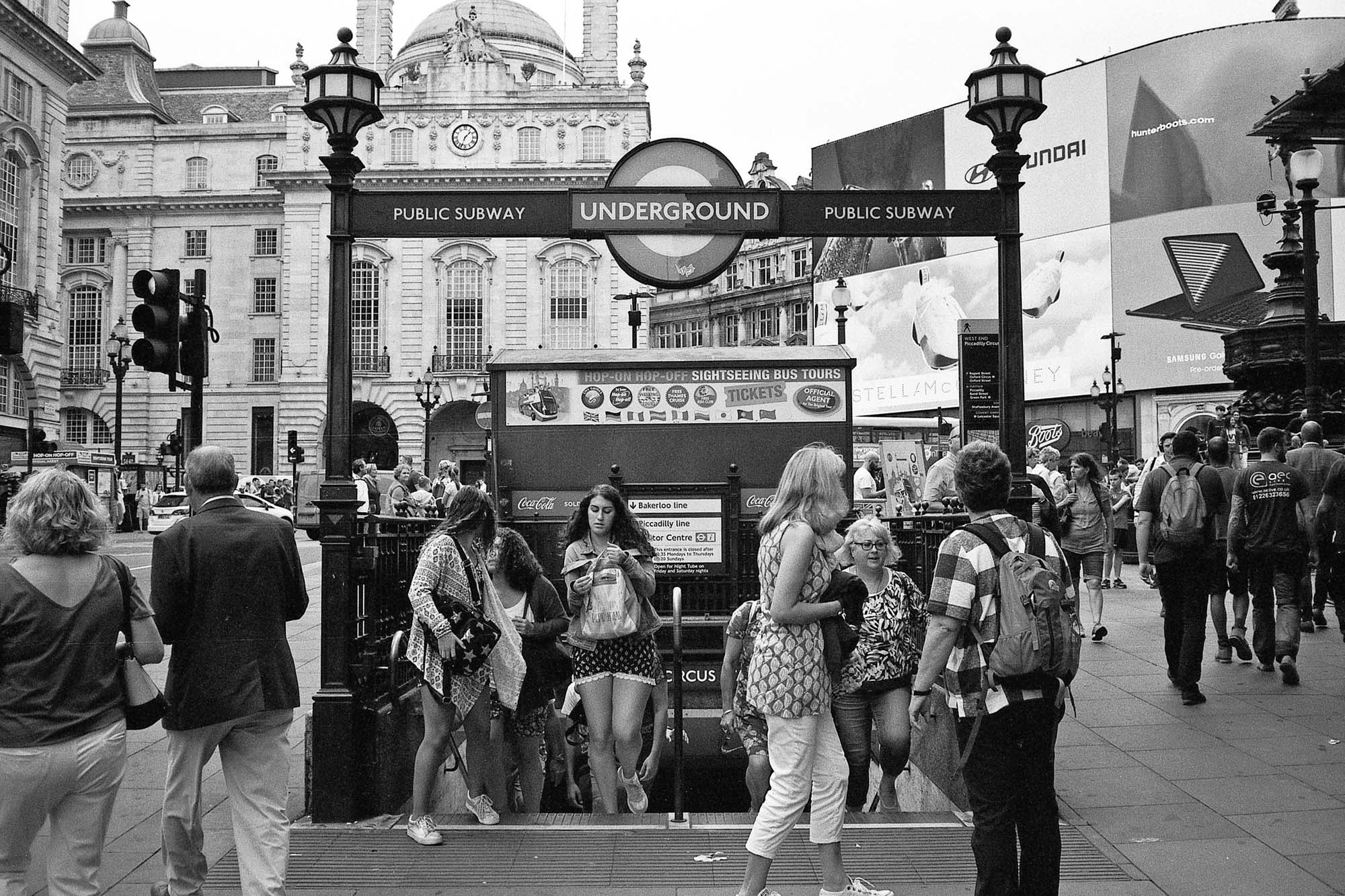 Contax T3 - Piccadilly Circus London