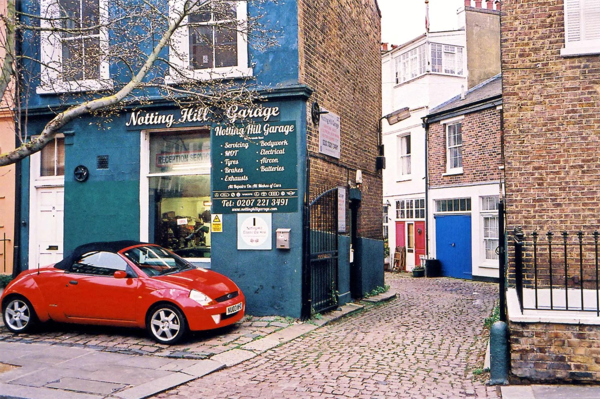 Nikon 35Ti - Notting Hill Street Scene
