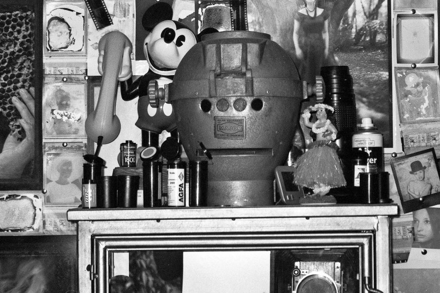 Yashica Zoomate 115 - Too much junk in my man cave