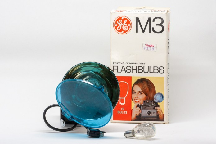 Polaroid #268 Flash Unit with pack of flashbulbs)