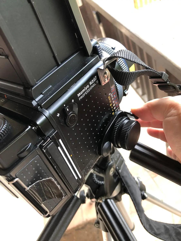 Mamiya RZ67 - cock the camera (step 2)