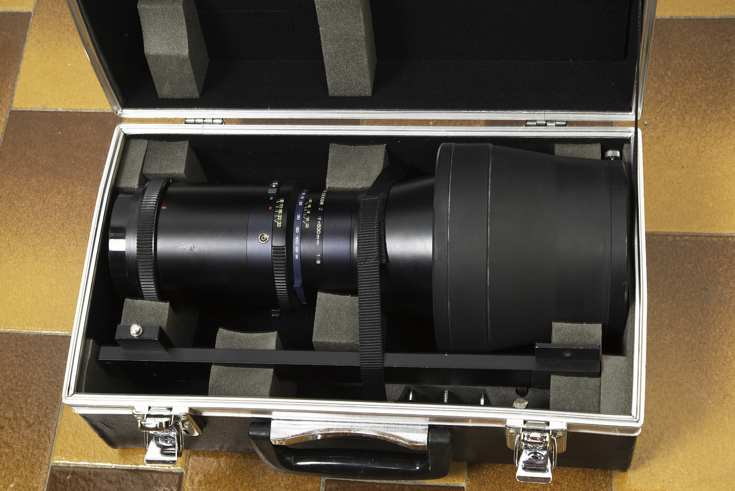 Mamiya Z 500mm lens and support bracket in case