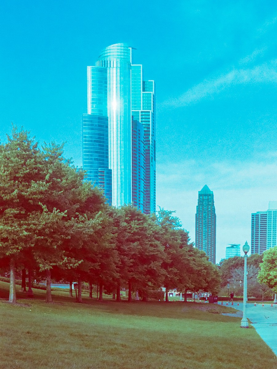 Another Chicago Cityscape - 5 Frames With... Revolog 600nm (35mm / EI 200 / Voigtländer Vito CL) - by Wendy Chapman
