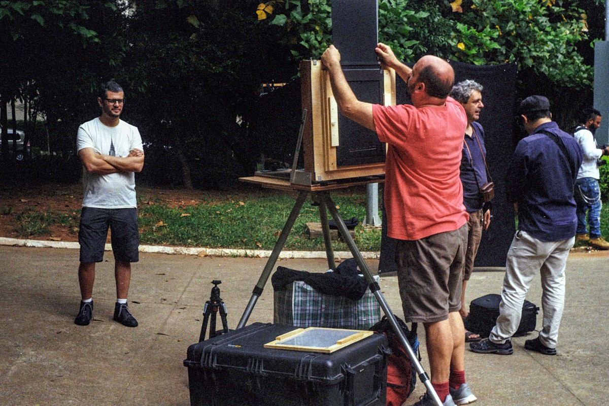Loading film at the Portrait Marathon, Felipe Dias' portrait.