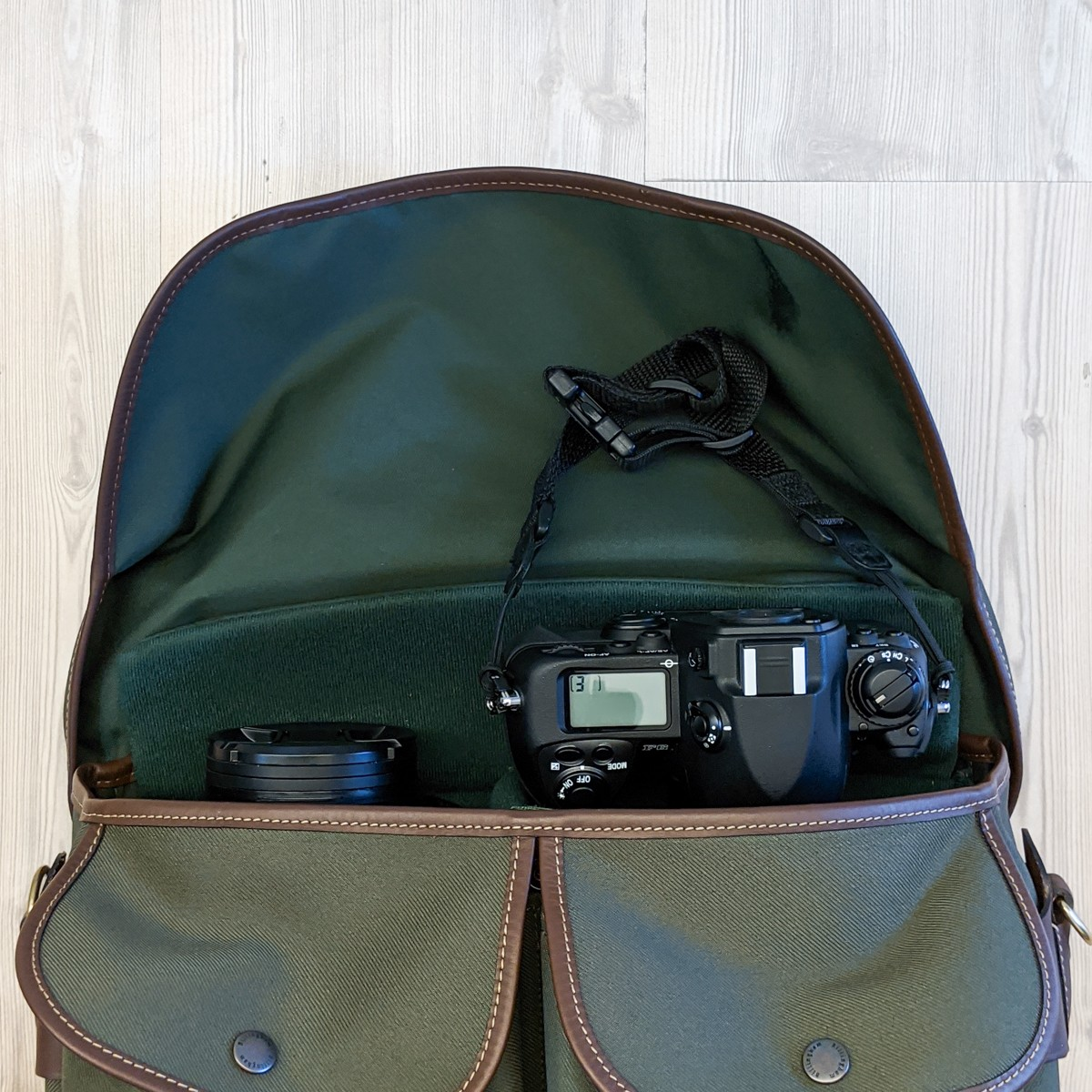 Billingham Hadley Pro 2020 - These don't fit (close-up)