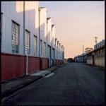 Tech :  5 images … Dans un entrepôt abandonné sur Fujifilm Velvia 50 RVP (format EI 50/120 / Hasselblad 503CXi) – par Chris Dixon)