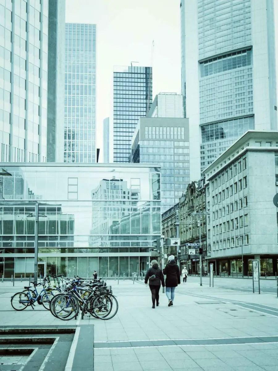 5 Frames... Of LomoChrome Metropolis XR 100-400 (120 format : EI 250 : Fujifilm GA645Wi Professional) - by Steffi Jannasch