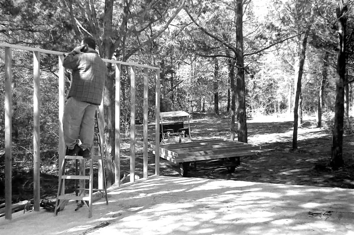 5 Frames... Building a cabin in Texas on Kentmere 400 (EI 400 / 35mm Format / Canon EOS A2) - by Tight5