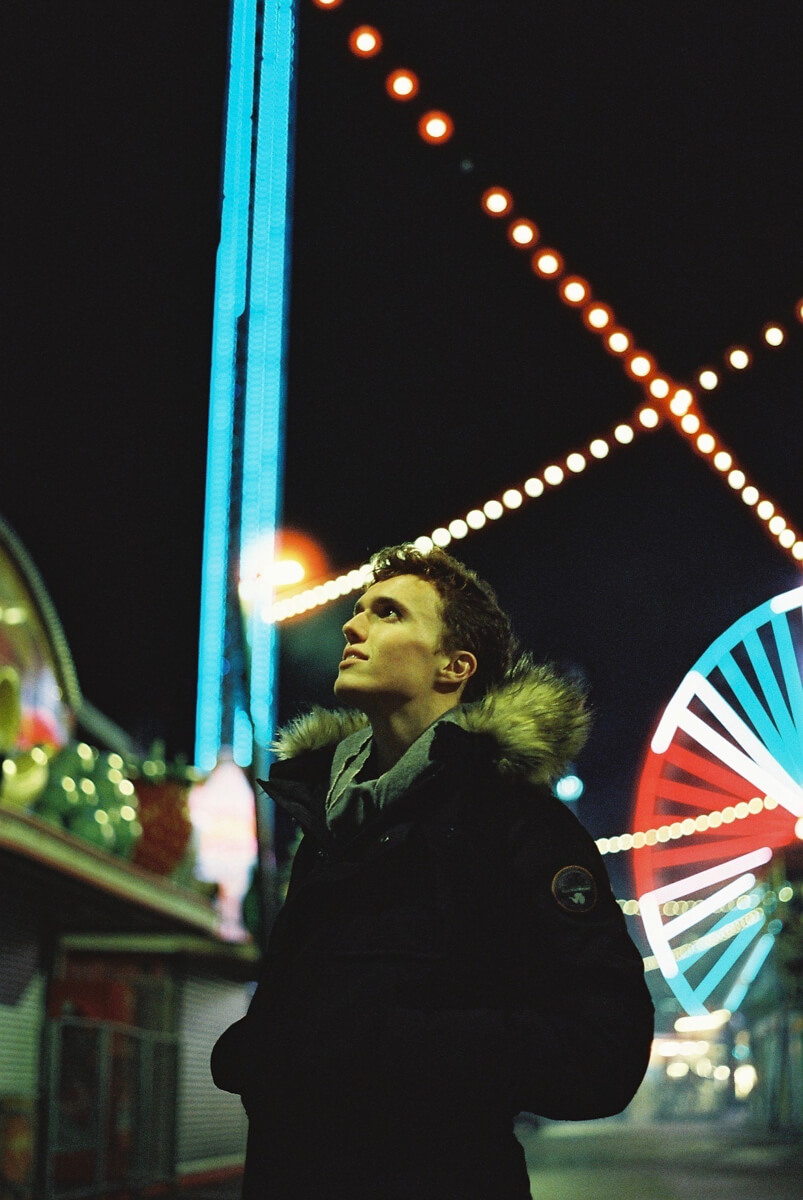 5 Frames... Of fun at the fair on CineStill 800T (EI 800 / 35mm format / Leica M3) - by Maxime Evangelista