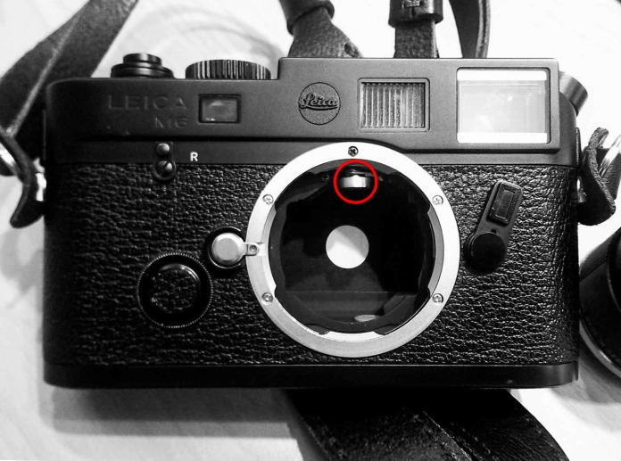 Leica rangefinder cam (circled)