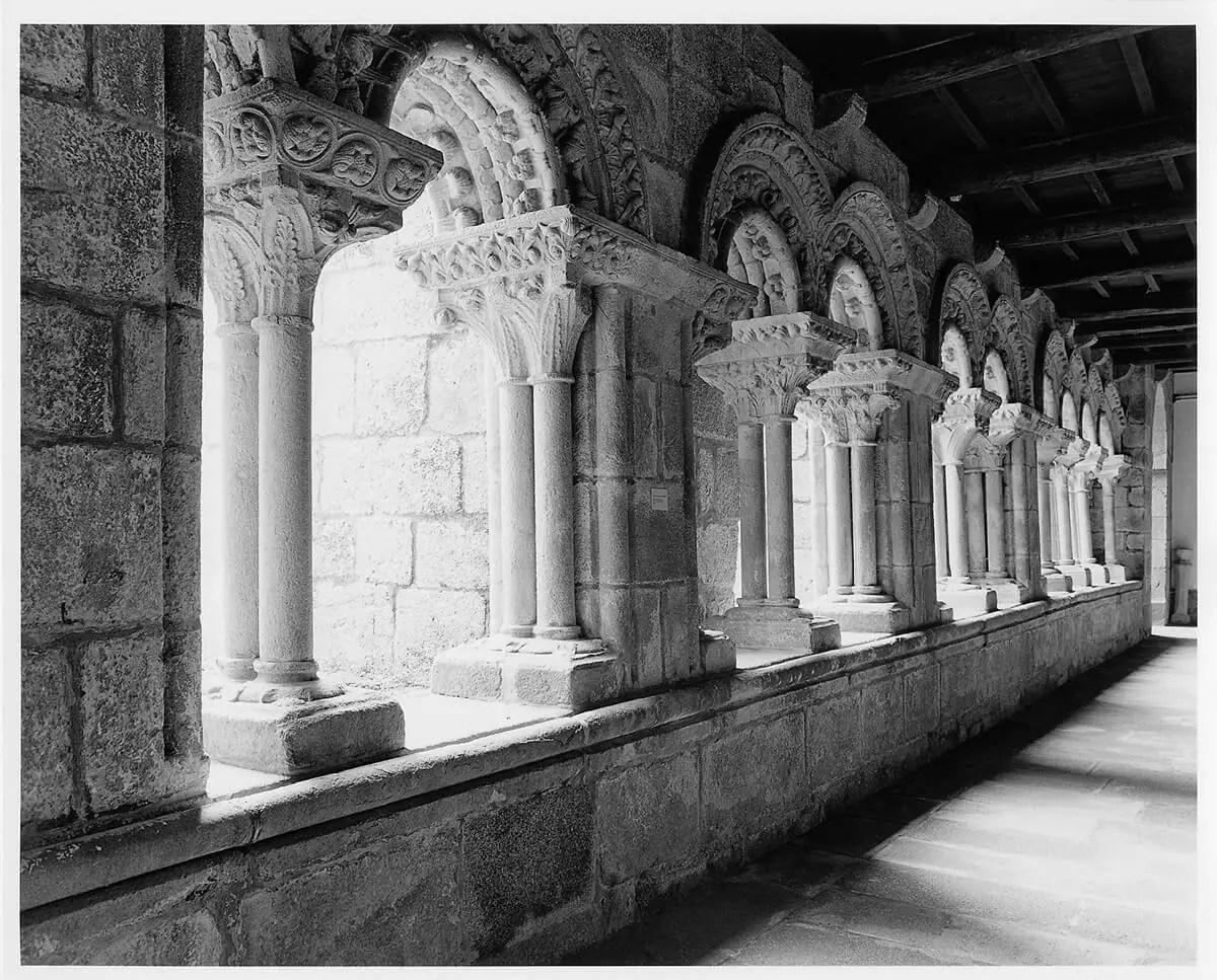 Peter Rockstroh - Iglesia Templarios, Galicia, Espàña - ILFORD HP5 PLUS in Pyro PMK, Pentax 67II, 45mm