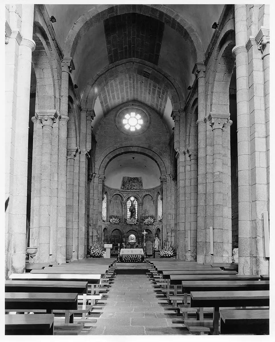 Peter Rockstroh - Iglesia de Sar, Galicia, Espàña - ILFORD HP5 PLUS in Pyro PMK, Pentax 67II, 45mm