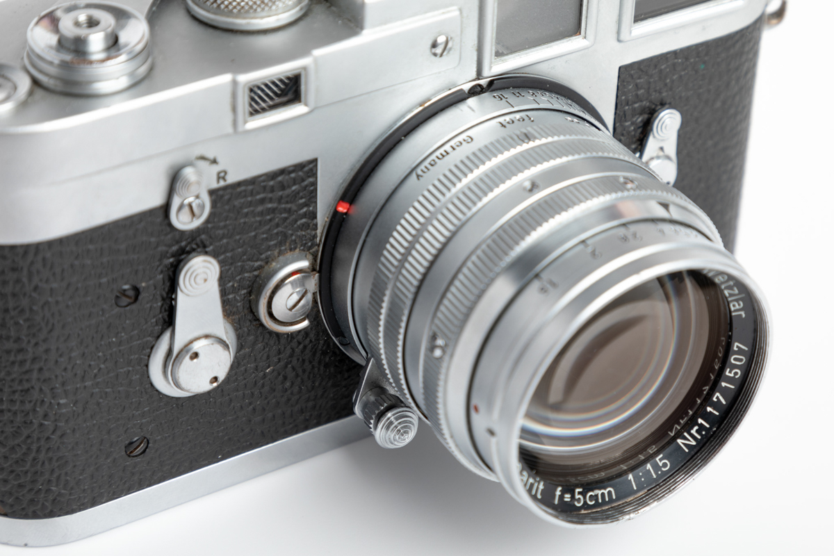 Silver chrome Leica M3 and Leitz 5cm f/1.5 Summarit - Lens detail