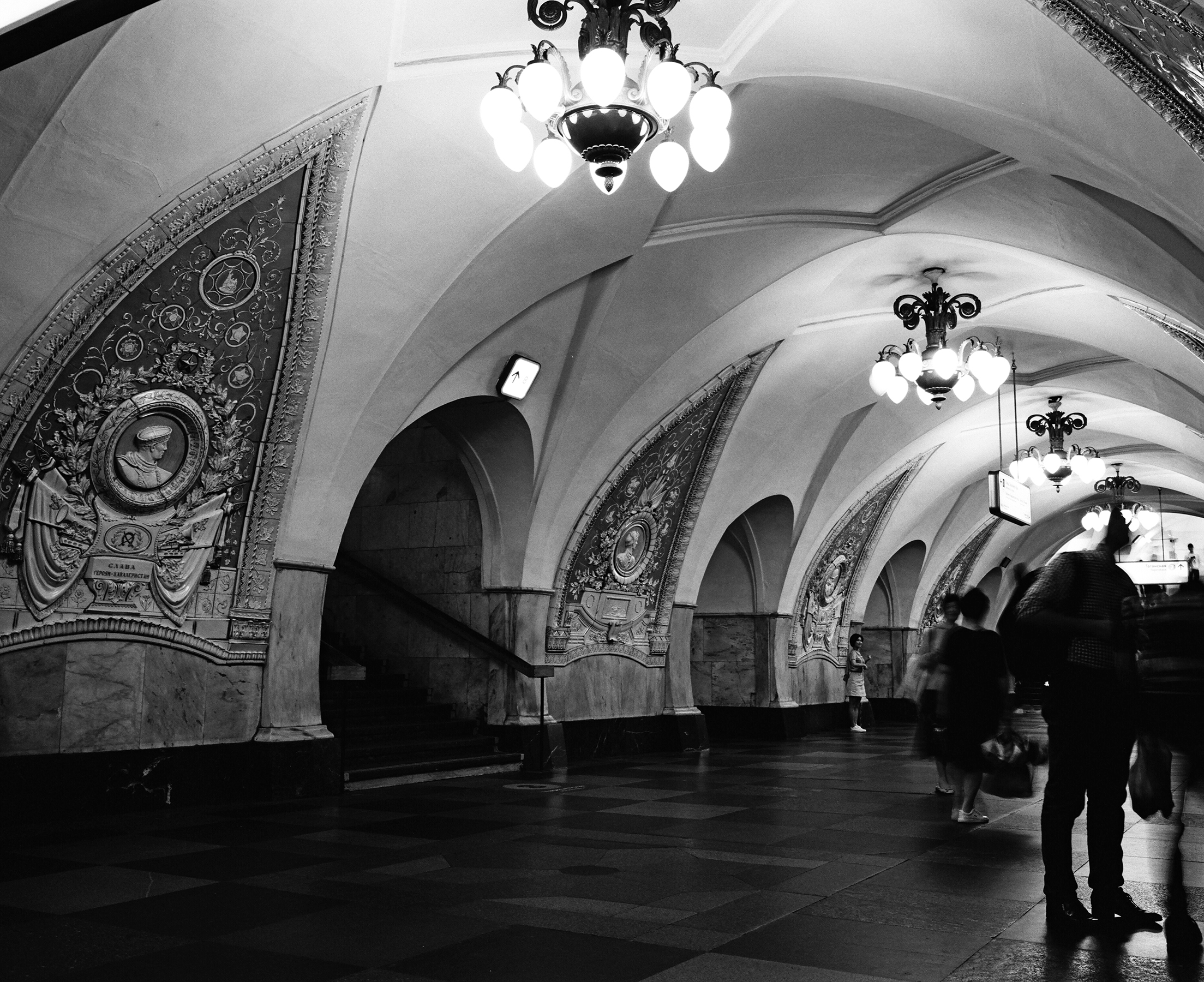 Kodak TRi-X 400 - ILFORD HP5 PLUS vs Kodak Tri-X 400 at EI 1600 in the Moscow Metro