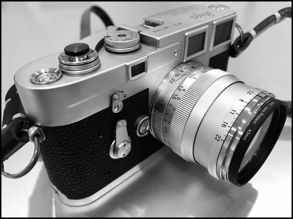Leica M3 and Carl Zeiss 50mm f:2 ZM - Front right