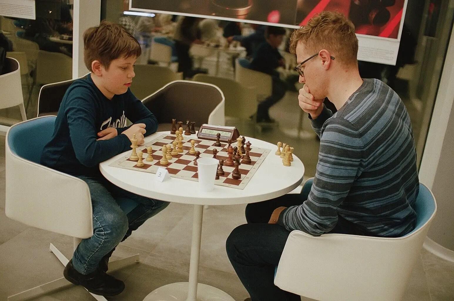 5 Frames... Of Chess at Vilnius University's FTMC on Kodak Portra 160 (35mm Format : EI 200 : Nikon F3 + Nikon Nikkor 50mm f:1.8 AI) - by Arutis