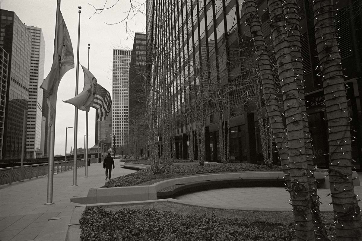 5 Frames... Of a ghost town called Chicago in January 2021 (Kodak T-MAX 400 (35mm Format : EI 320 : Nikon F + Nikkor NC Auto 24mm f:2.8 pre-AI) - by Michael D. Watson