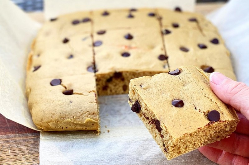 Peanut Butter Protein Cake Bars
