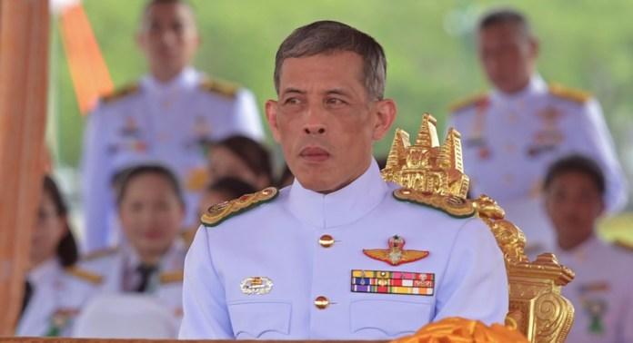 Le prince héritier Maha Vajiralongkorn lors de la cérémonie du Labour royal à Sanam Luang, à Bangkok le 13 mai 2015. (Crédits : PORNCHAI KITTIWONGSAKUL / AFP)