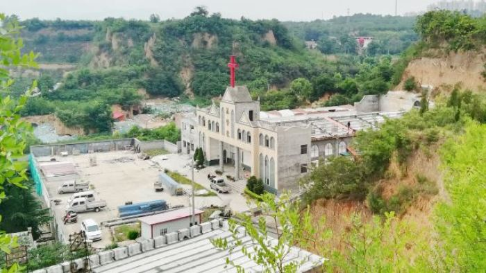Authorities Demolish a Government-Controlled Church in Henan (Videos)
