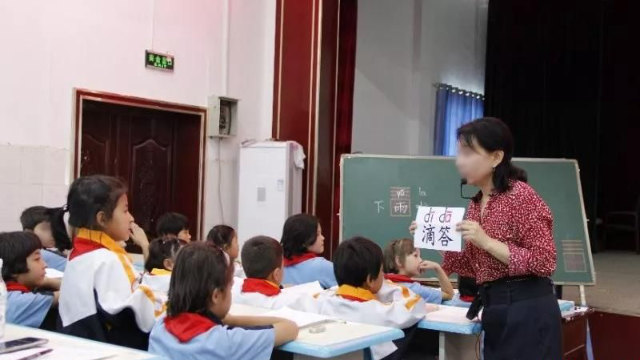 A teacher is teaching Chinese in a primary school in Xinjiang.