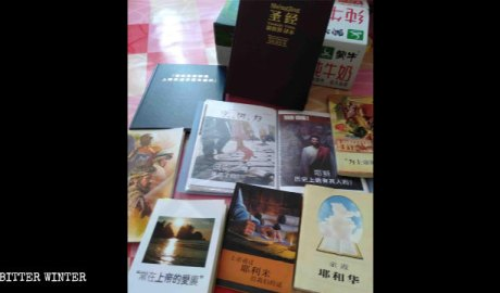 Some books the Korean Jehovah Witnesses elder used while preaching in Shandong Province.