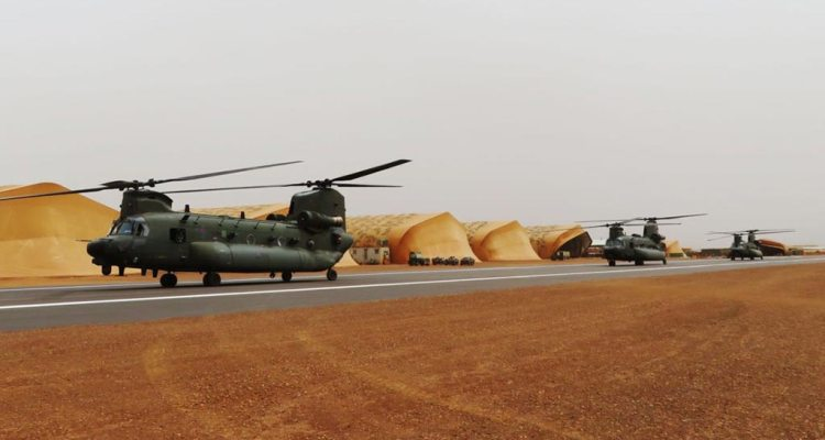 royal air force chinook helicopters in mali africa