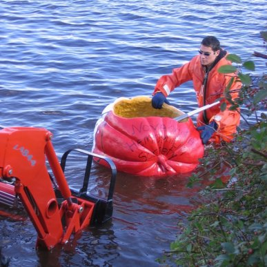 unusual sports - Giant Pumpkin Kayaking