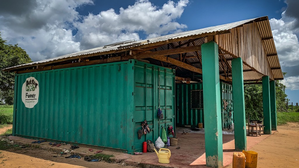 Head office and warehouse on the plantation in Nyongoro. Photo: Torgny Johnsson