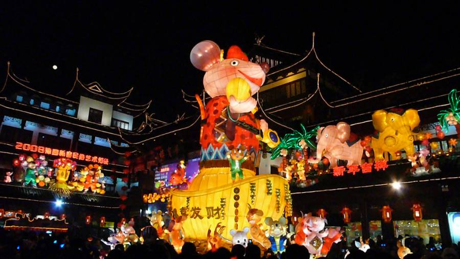 Yuyuan Lantern Festival (image via Christopher, Flickr)