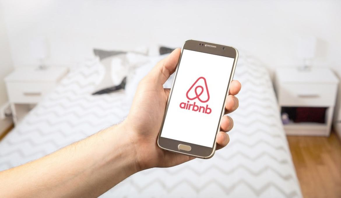 Booking an Airbnb? 5 Tips for Choosing the Right Place!