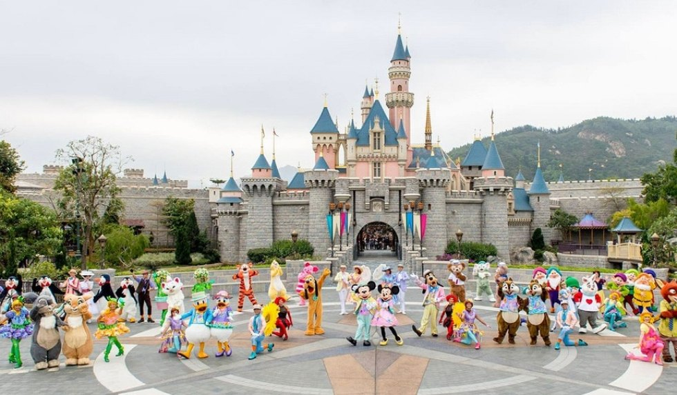 Top Hong Kong Island Attractions: Hong Kong Disneyland