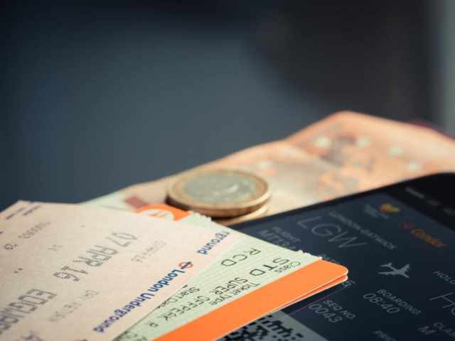 Holiday Travel Tips: Plane Ticket