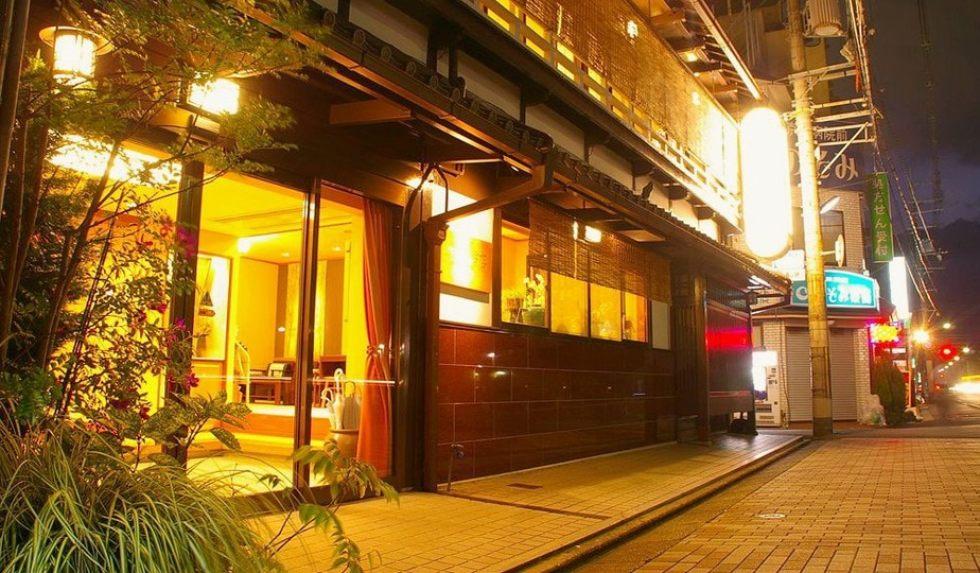 14 Best Kyoto Hotels for Cherry Blossom Season: Samaya Honten