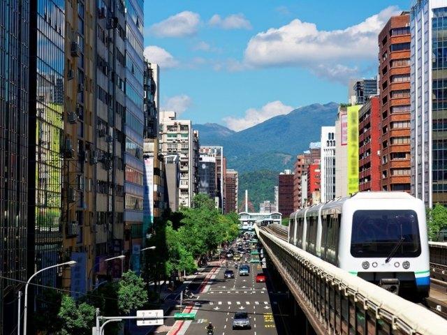 Taipei Transportation Guide: Buses, MRT, Bikes, and the Latest Danhai Light Rail