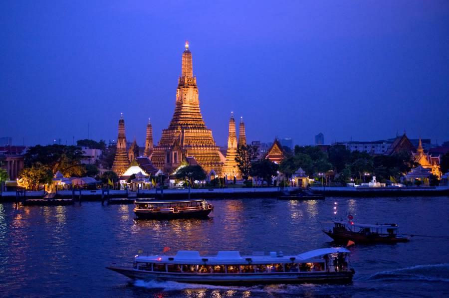 Night Cruise in Chao Phraya River: Bangkok, Thailand