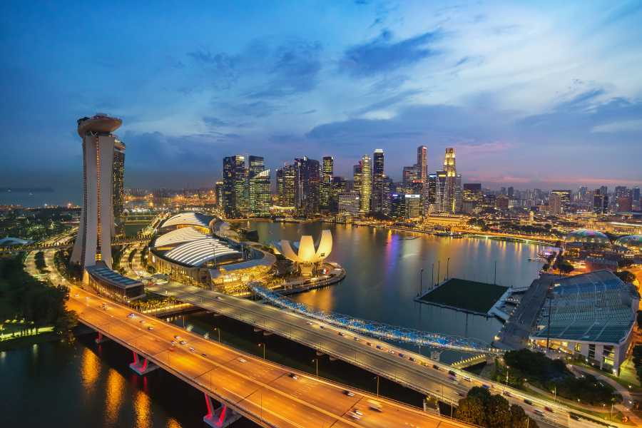 Be captivated by Singapore's stunning skyline (image via Shutterstock)