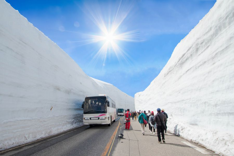 Snowy Japan Tours in the Summer: Tateyama Kurobe Alpine Route
