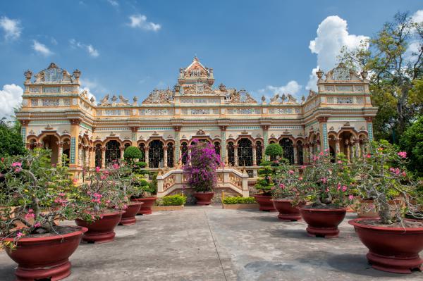 Saigon Trips and Attractions: Vinh Trang Pagoda