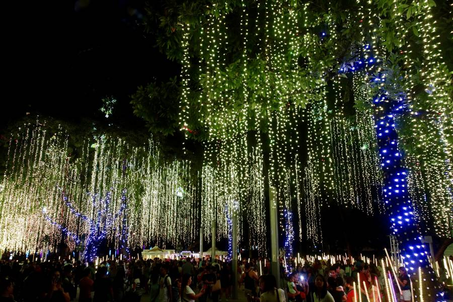 Drop by Ayala Triangle in Makati for a musical lights show! (image via Shutterstock)